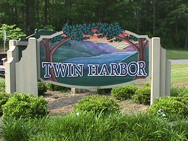 twin harbour sandblasted hdu sign classic signs Nc 640x480