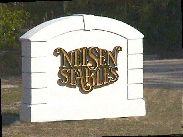 nelsen stables farm sign eps stucco monument hdu vgroove gold leaf letters 640x480